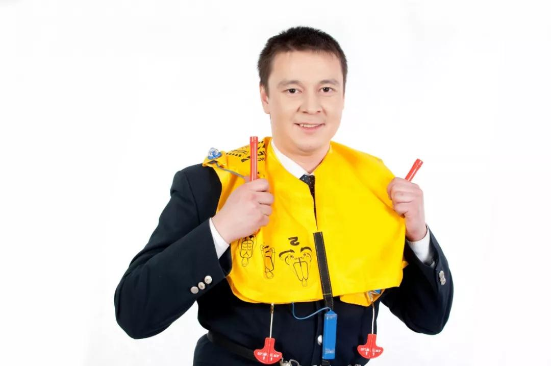 How to wear a life jacket?