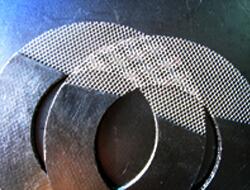 Grafitpakning forstærket med metalnet