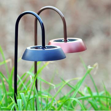 Solar lawn garden light