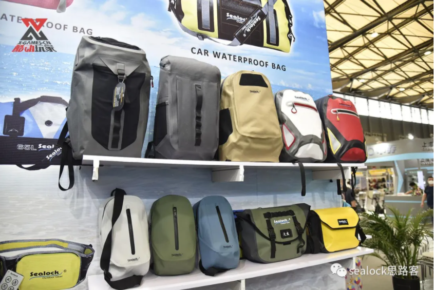 Ther Sealock and Reanson jointly interpret the close relationship between snorkeling equipment and waterproof bags alt=