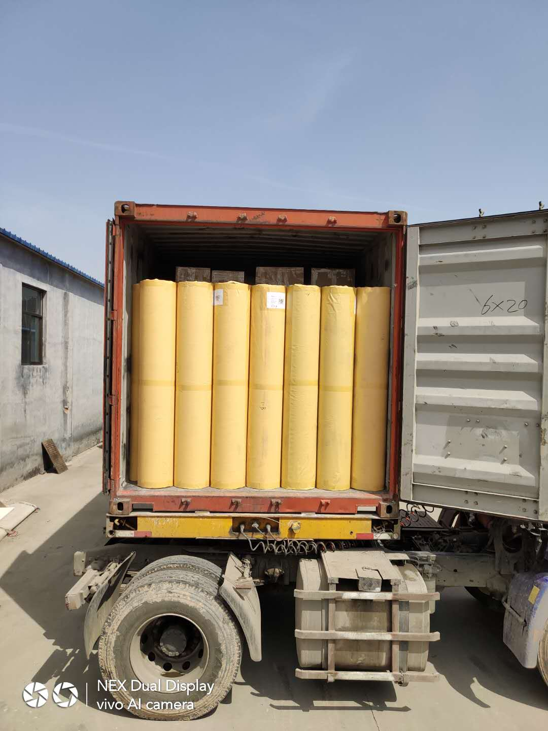 Loading container of badminton court mats