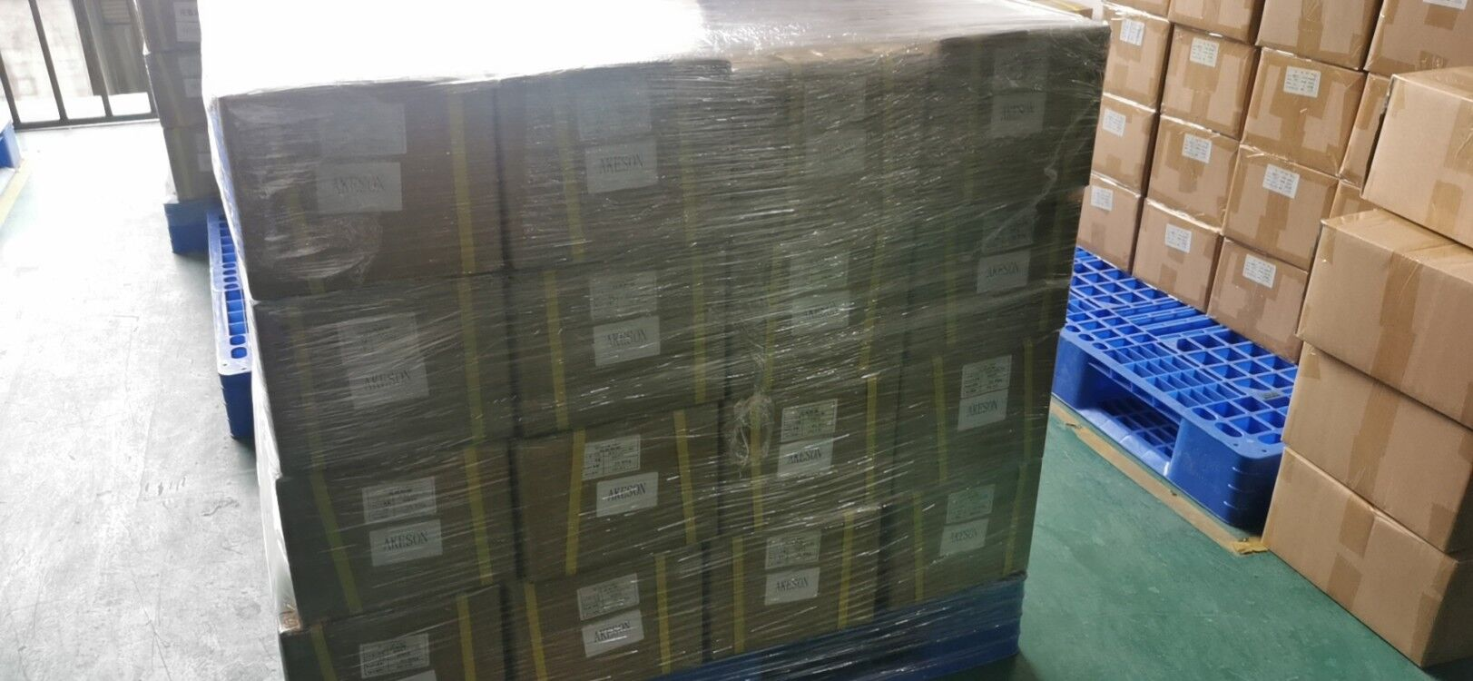 The goods shipped to Australia every week have been packaged
