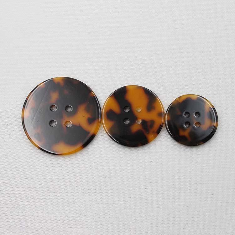 4 Hole Flat Button