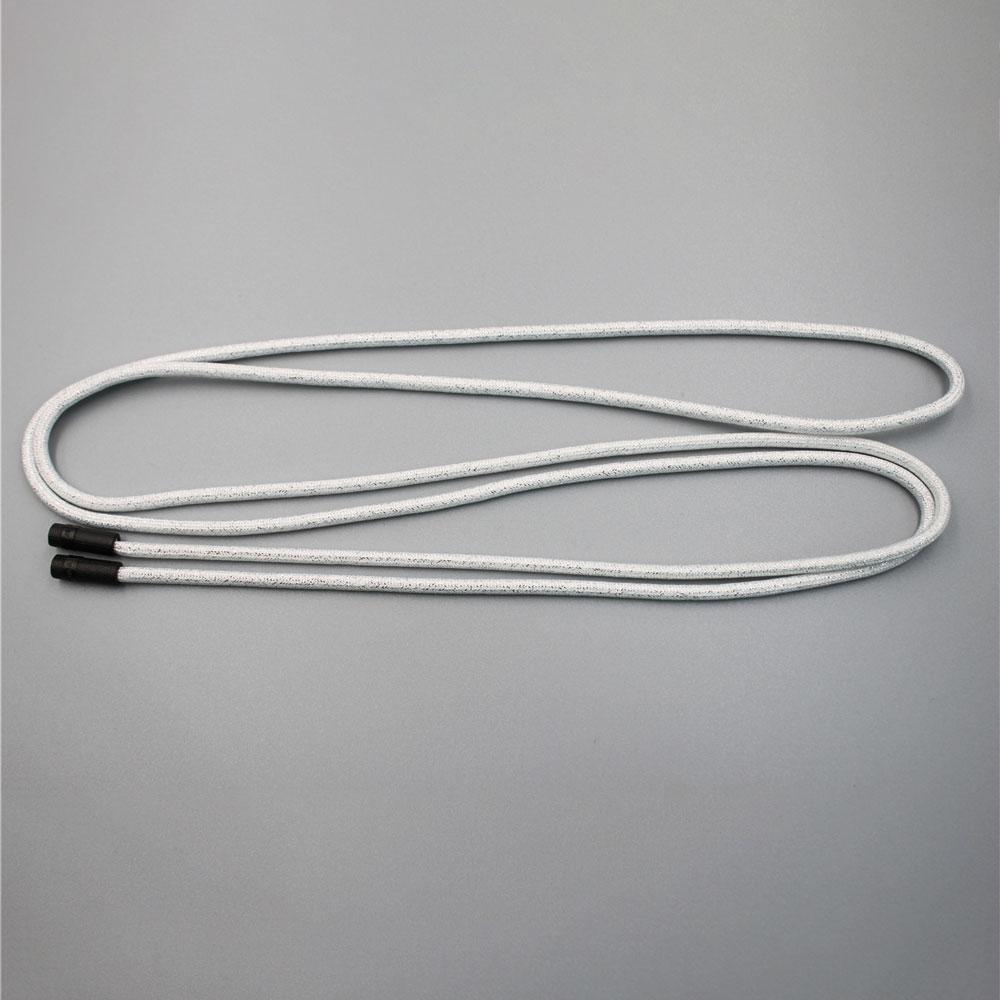 Бела и светкава жица за влечење со црн метален врв