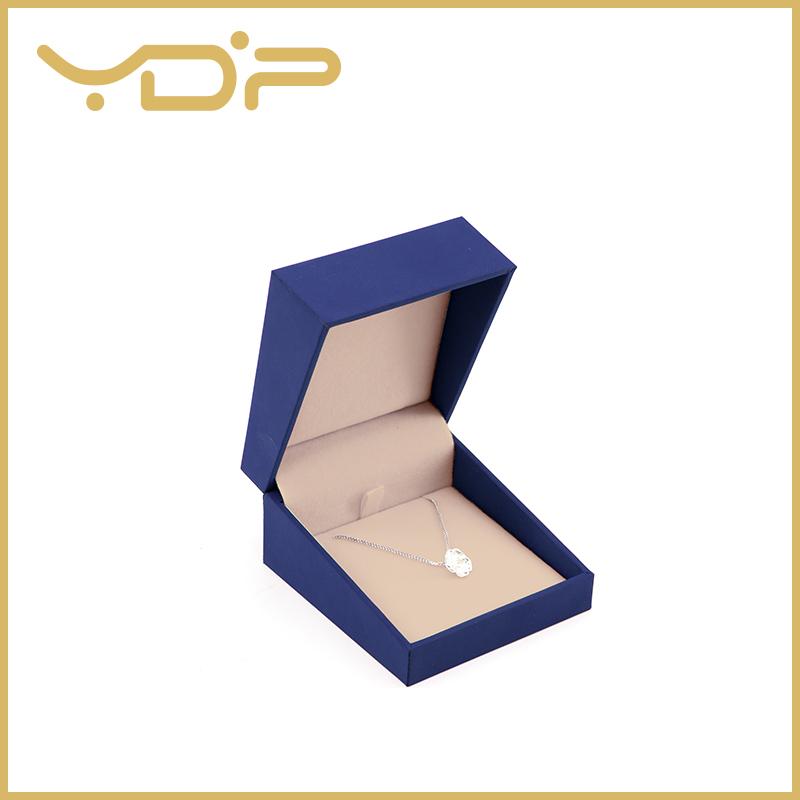 Confezione di gioielli in scatola