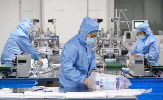 Observez l'industrie manufacturière chinoise depuis la production de masques