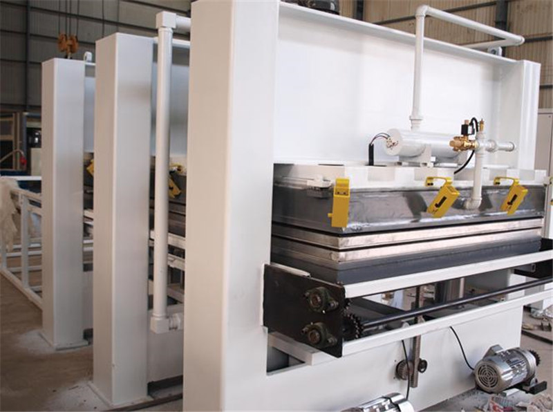 What are the characteristics of automatic laminating machine equipment?