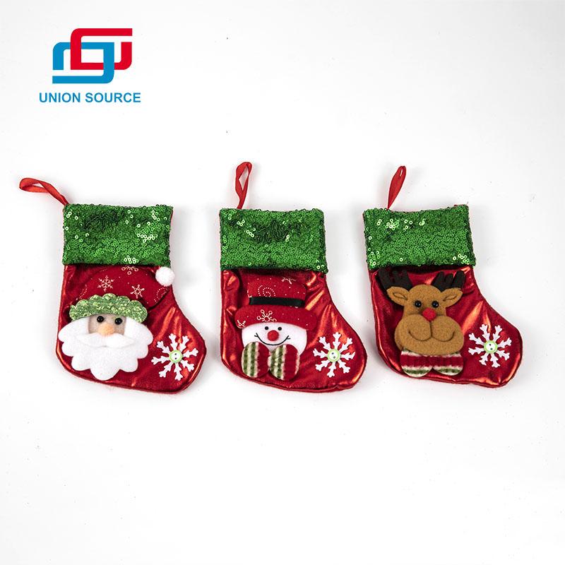 Lindos calcetines navideños con tamaño pequeño