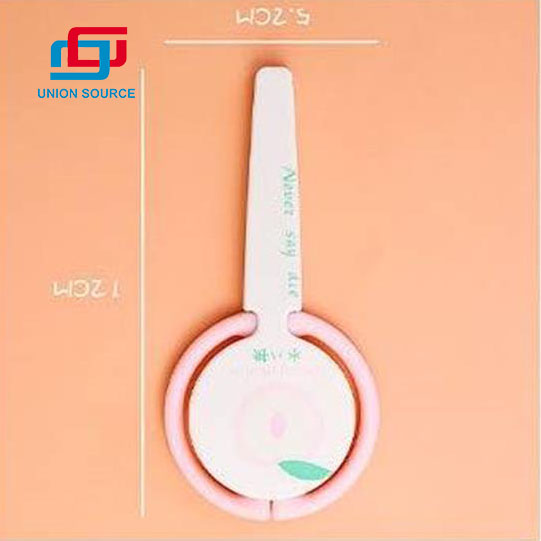 Rózsaszín Színes Aranyos Design Ollóval