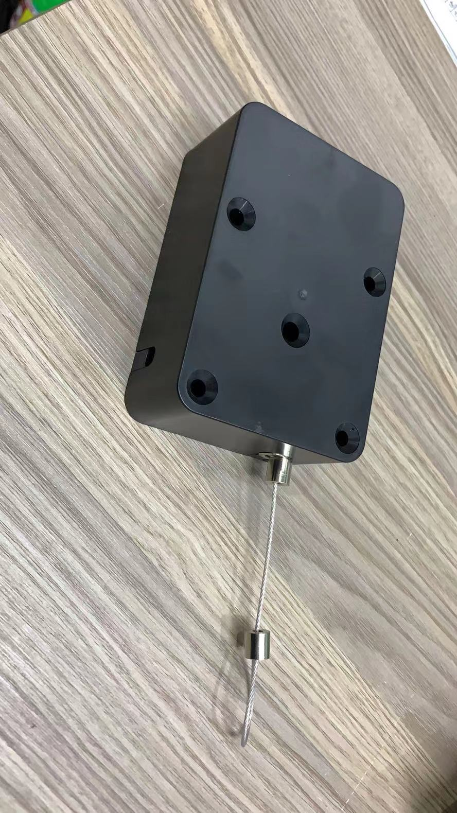 retractable security tether