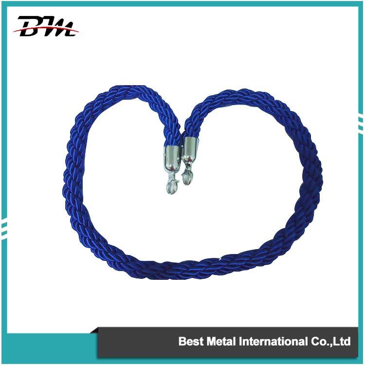 Сині кручені мотузки