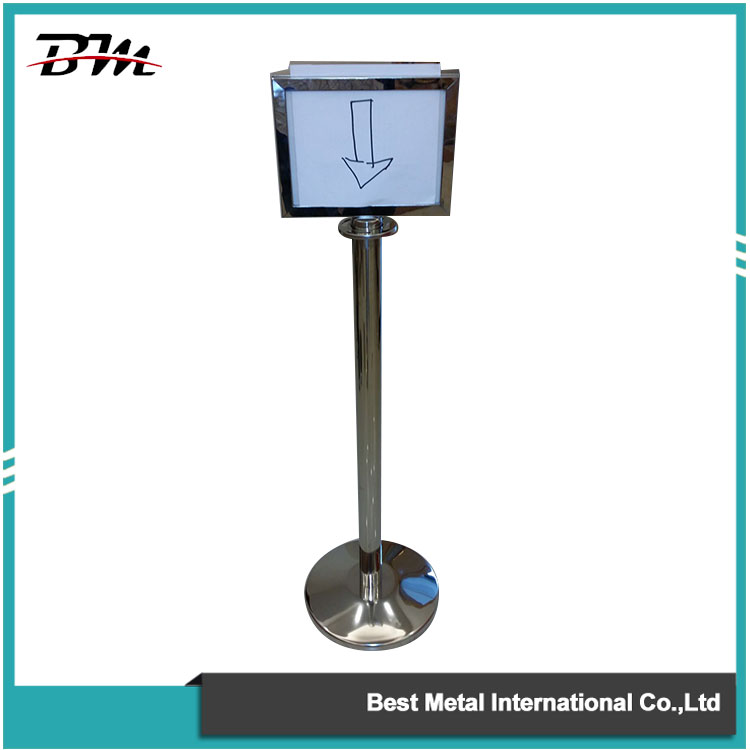 Hanging Rope Stanchion With Sign Holder