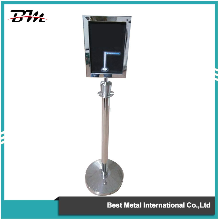 Rope Stanchion With Sign Holder