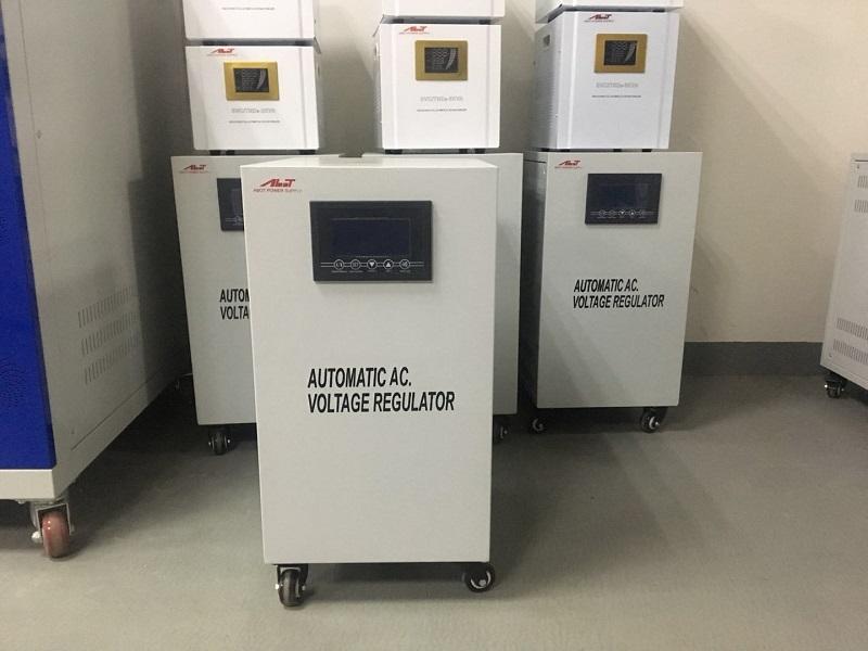 単相AVR10KVA電圧レギュレーターの出荷準備完了