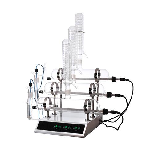 Stekleni destilator za vodo
