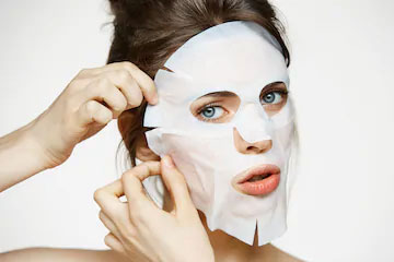 How to use facial mask correctly