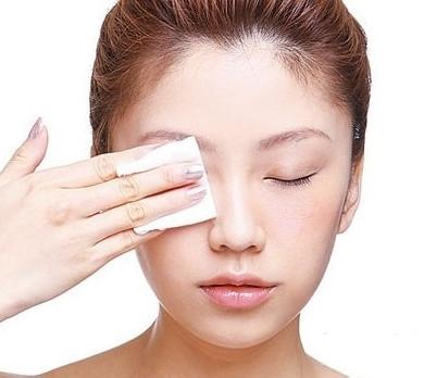 Сіз макияжды қалай дұрыс жою керектігін білесіз бе?