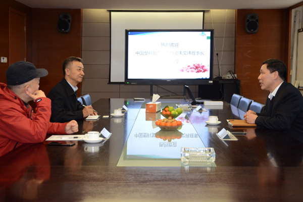 中国塑料加工工业协会朱文玮理事长莅临公司参观交流