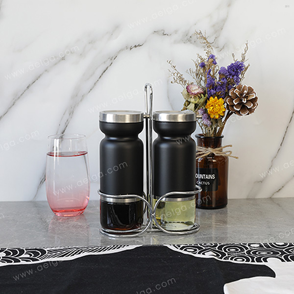 Round Glass Oil Jar With Jacket Coating Colar