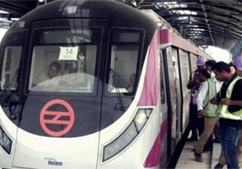 Die Beleuchtung an 126 U-Bahn-Stationen in Delhi, Indien, wird verbessert