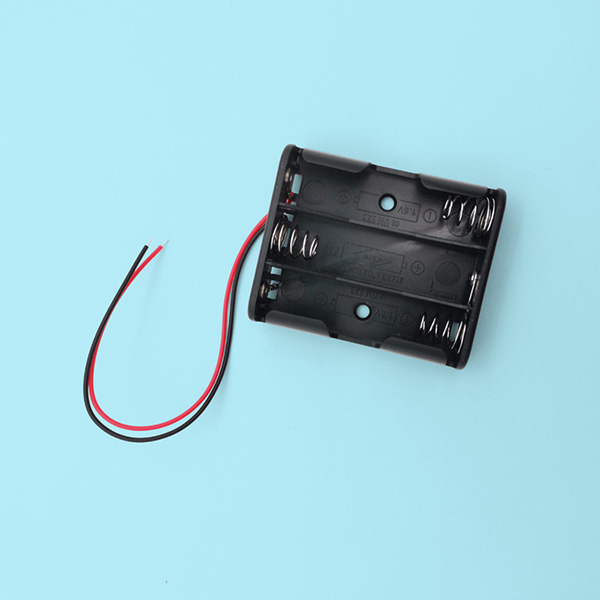 3 AA Battery Holder with Lead Wires