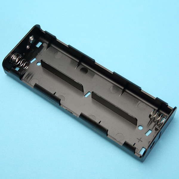 6 C Battery Holder with Snap Terminals