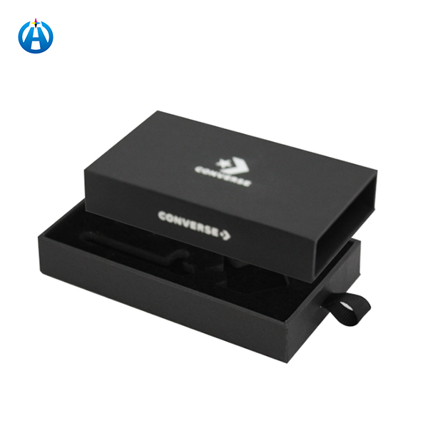 Μαύρα κουτιά από χαρτόνι για συσκευασία