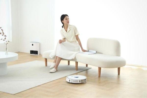 robot vacuum cleaner self emptying
