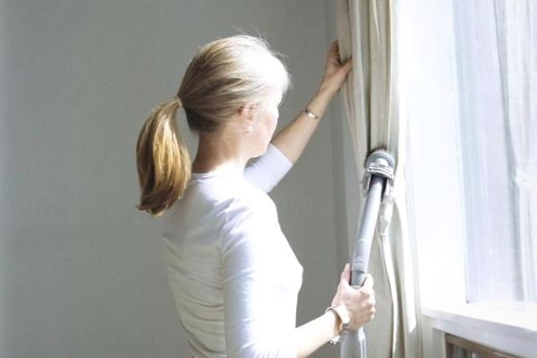 Cleaning curtains with a vacuum cleaner