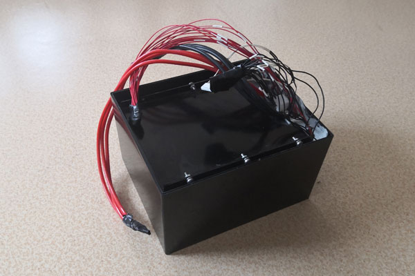 Self heating function of lithium ion battery